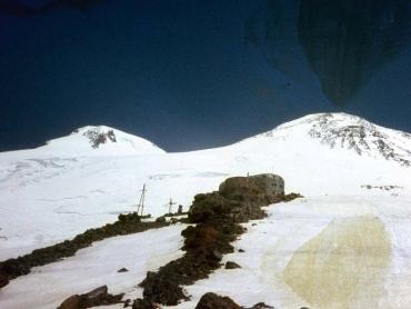 Az Elbrusz két csúcsa, és a Priljut 11