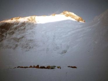 Tábor 6000-méteren és a Hegy