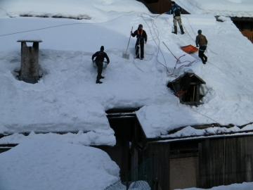 Hótakarítók a tetőn Cortina d'Ampezzo 3