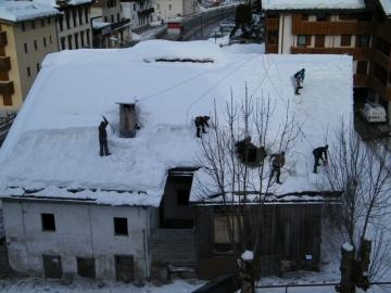 Hótakarítók a tetőn Cortina d'Ampezzo 1