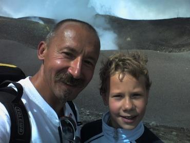 At Etna kráterénél
