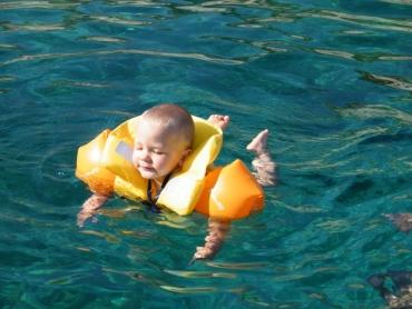 Egyedül úszom!